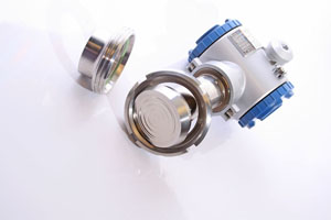 Pressure transmitter and diaphragm
